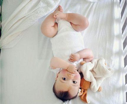 帮宝宝入睡这事儿,不靠谱